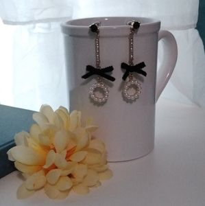 Jewelry - Black bow Pearl circle dangle chain earrings